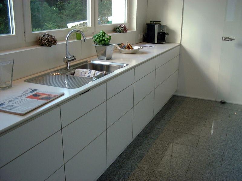 Küchenzeile matt weiß griflos mit Spüle